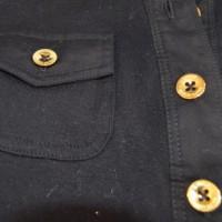 主人のお気に入りのシャツのボタンがっ!